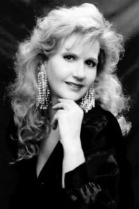 Lendvay Gabriella, szoprán A New York-i Magyar Színház énekművésznője